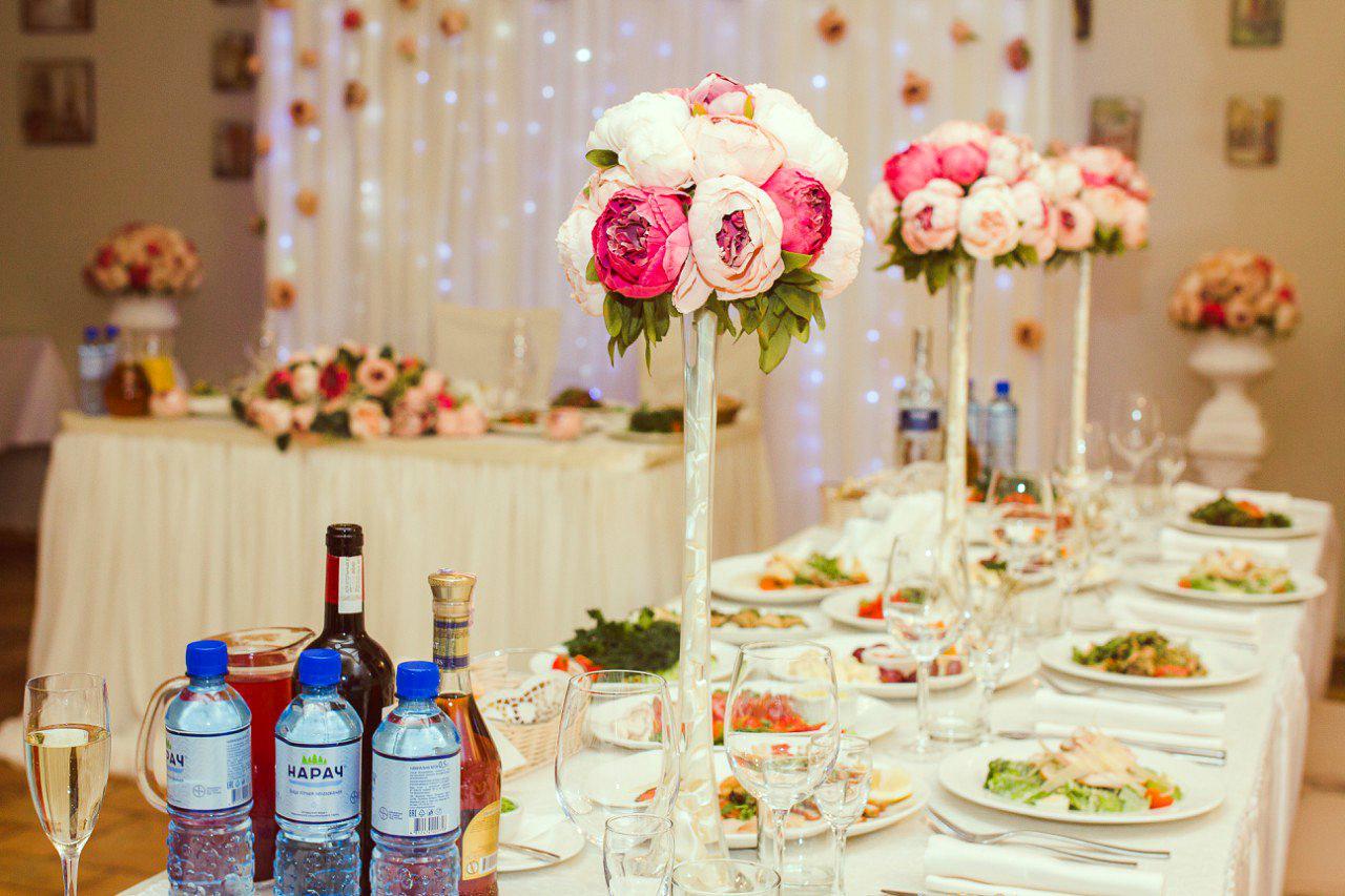 Гостевые столы на свадьбе фото