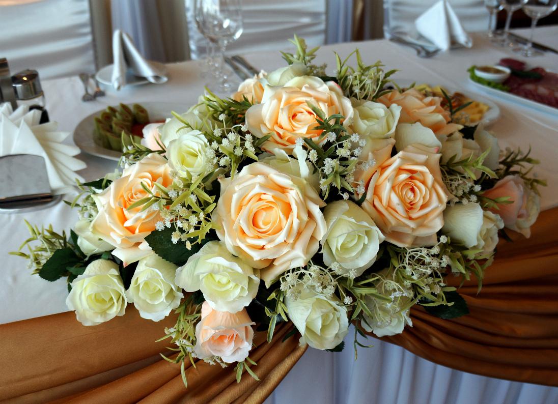 Букет из искусственных цветов на стол