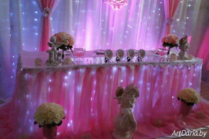 Если оформление свадебного стола в сиреневом цвете